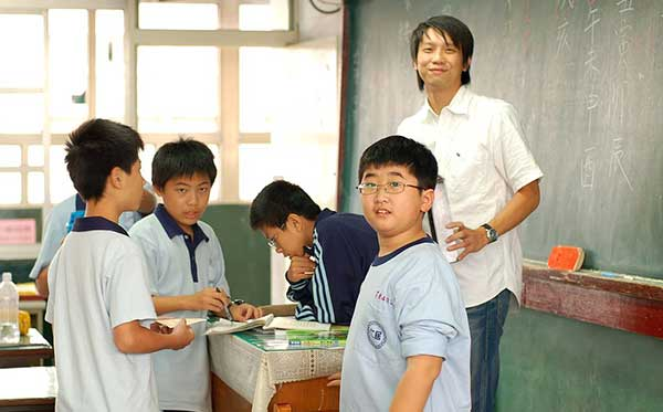 A Chinese teacher and his students. Photograph: enixii on Wikipedia
