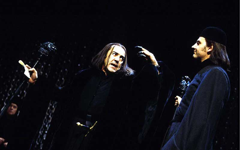 Nearly as good as Mike… Robert Lindsay as Richard III in the Royal Shakespeare Company's 1998 production